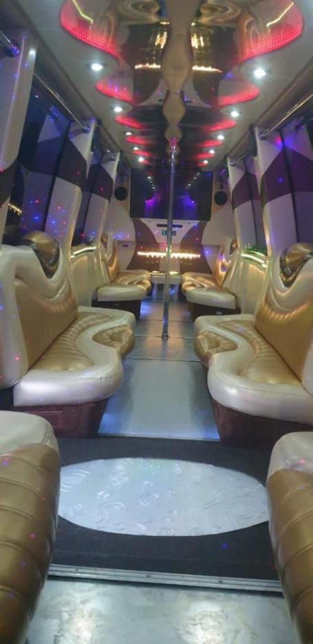 Салон лимузине Мега Хаммер